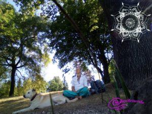 Miriam und Lino - Meditieren im Park