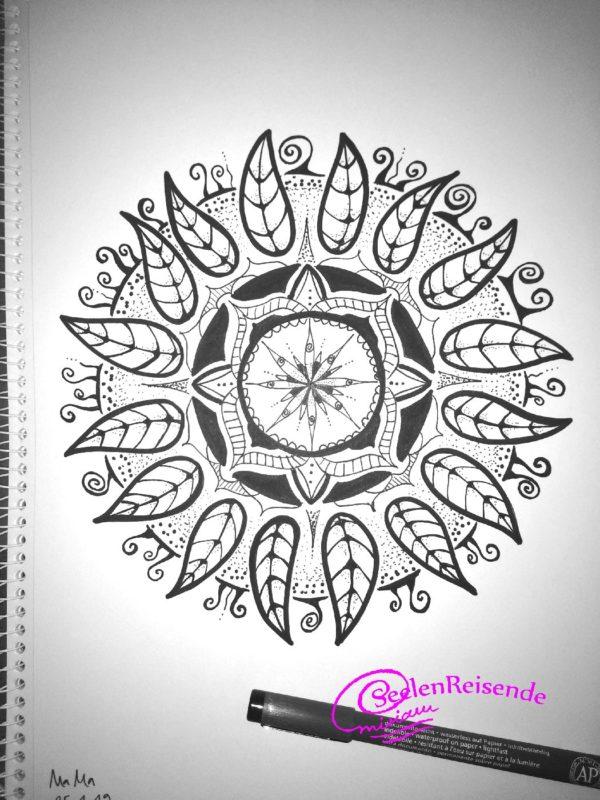 Mandala gemalt mit Stift